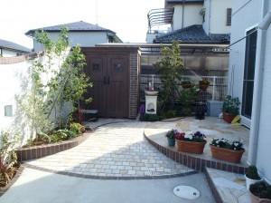 戸田市 M様邸 庭工事ディーズガーデン/カンナが似合うお庭造り