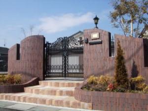 曲線の門柱が美しい煌くファザード|バルセリア(TOEX・LⅠXⅠL)