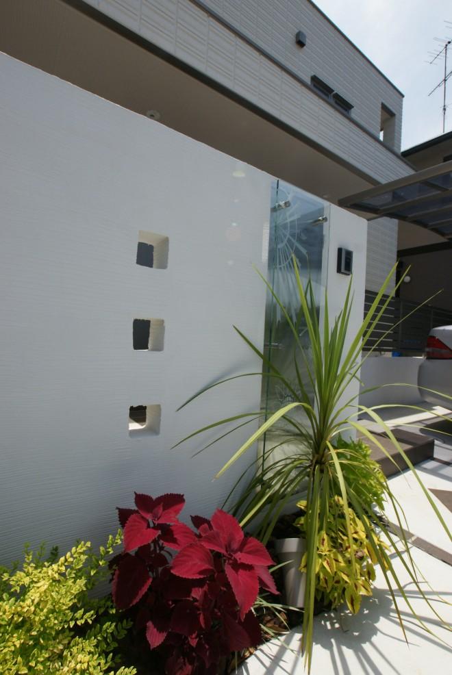 ステンレスプレート付のガラスサインがスタイリッシュなモダンなファザード 埼玉県久喜市 へーベルハウス
