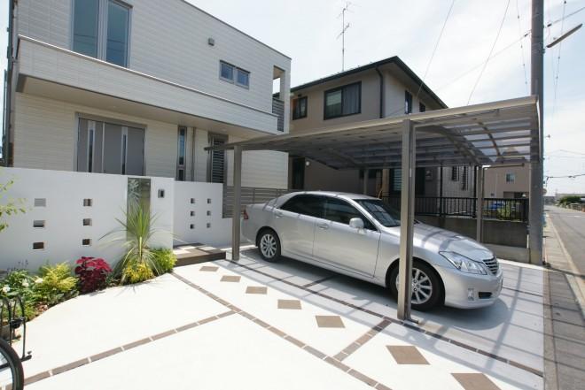 ステンレスプレート付のガラスサインがスタイリッシュなモダンなファザード 埼玉県久喜 へーベルハウス
