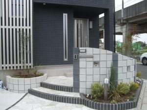 モダニズムからの脱却 化粧ブロックユーキューブを使用したオープンエクステリア 伊奈町