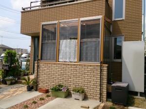リクシル ガーデンラウンジココマ腰壁タイプで目隠しを兼ねたサンルームに 黄砂・PM2.5・花粉対策にも 春日部市
