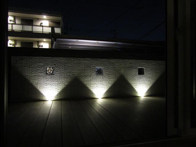 壁面をライトアップしたプライベートデッキ 県民共済住宅 埼玉県八潮市