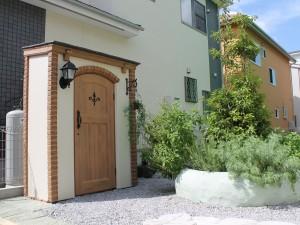 ディーズガーデン カンナキュート物置でおしゃれでかわいいお庭に 白岡市