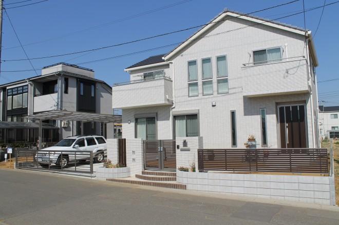 White&Brownでモダン&スタイリッシュなクローズ外構に さいたま市 ウィザースホーム