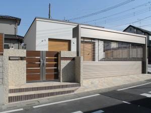 埼玉県三郷市 クローズ外構工事 ワイドシャッターS リクシル 2台用