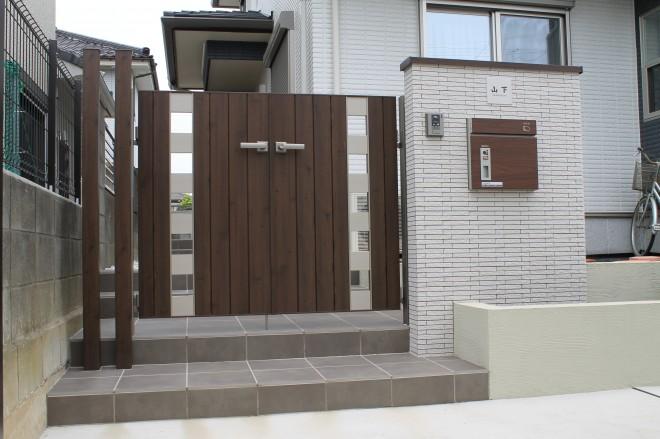 埼玉県久喜市 外構工事 三協アルミ フレイナSW型 宅配ボックス