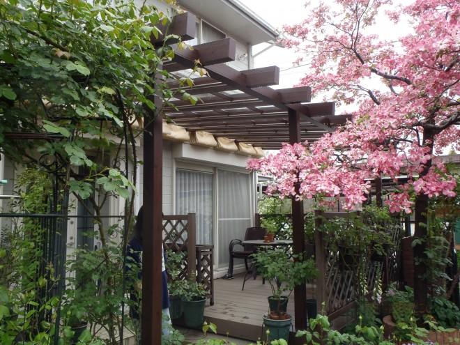 blooming garden  四季を感じる庭 ~タカショー ポーチテラス~ ガーデンリフォーム施工例 埼玉県宮代町