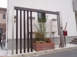LIXIL プラスG フレームで存在感を感じさせる門周りに アキュラホーム 埼玉県草加市