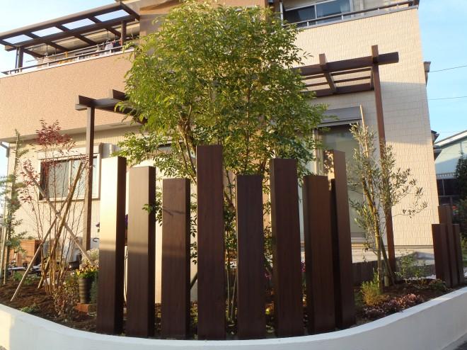エバーアートウッド枕木材とポーチガーデンが夕日に染まる癒しのお庭 埼玉