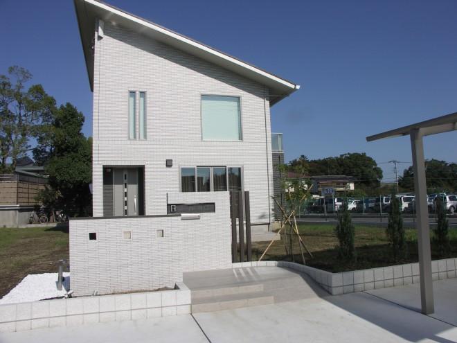 白が映える家 オープン外構 一条工務店 久喜市