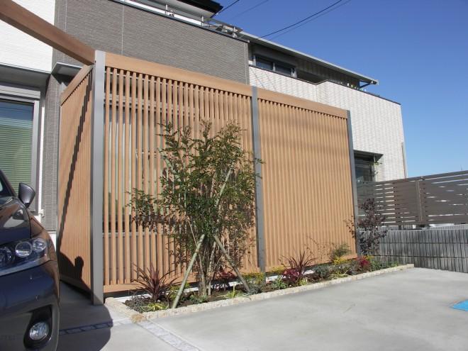 プラスGを使用したフレームデザインで一体感のあるモダンなオープン外構に さいたま市 大熊工務店