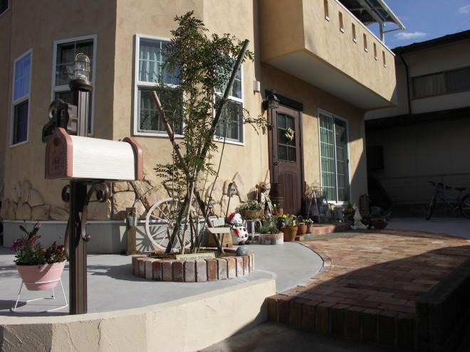アメリカンフェンスとアンティークレンガのアプローチで見違えるようなお庭にリ・ガーデン 埼玉県杉戸町