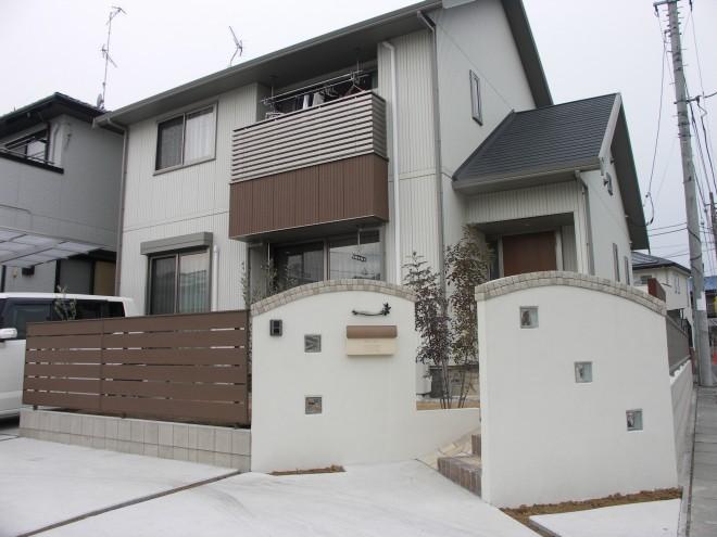 ディーズガーデン アルファウッドフェンスを使用したナチュラルエクステリア施工例 ミサワホーム 熊谷市