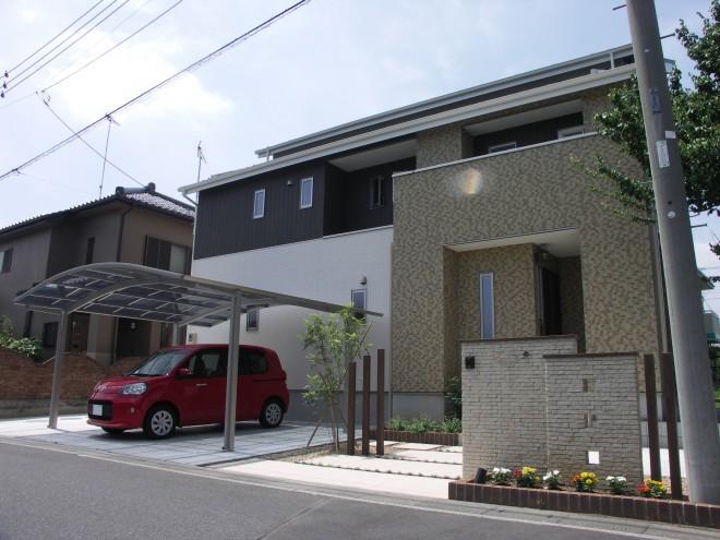 INAX パストラーノタイルでナチュラルな門周りとアプローチに 埼玉県久喜 大熊工務店