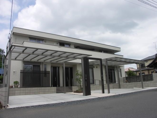 二世帯住宅のスタイリッシュでバリアフリーな外構 リクシル プラスG へーベルハウス 久喜