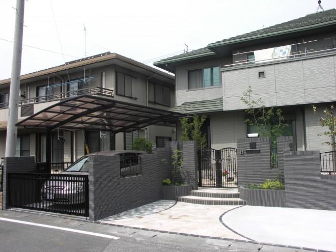 INAX 細割ボーダータイルで重厚な門周りで高級感を 埼玉県杉戸町