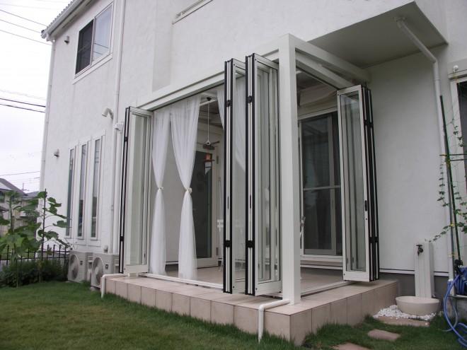 リクシル ガーデンルーム ジーマ ホワイト色で建物との調和を 埼玉県越谷市